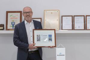Vilhelm Roberts, Active Chairman of the Board at ALMACO receives a diploma for 30 years in service